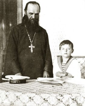 Протоиерей Александр Васильев и Цесаревич Алексий. Фото 1912 г.