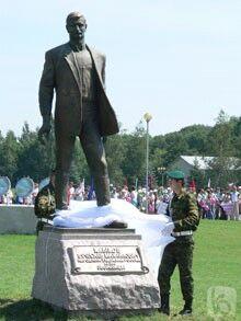 Открытие памятника В.М.Клыкову на Прохоровском поле 12 июля 2007