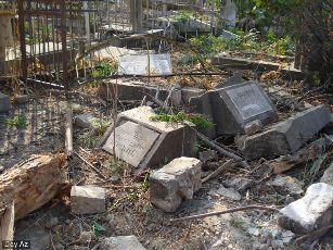 Разрушенное кладбище