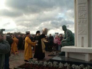 Освящение памятника В.М.Клыкову в Курске (19.10.2007)