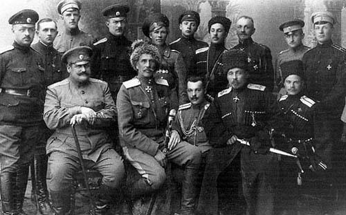 Офицеры 3-го кавалерийского корпуса. В нижнем ряду – второй слева – Ф.А. Келлер; первый справа – А.Г. Шкуро