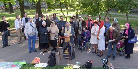 Молебен в поддержку общины церкви Святого Апостола Матфия в ее борьбе с безбожниками