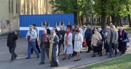 Крестный ход в поддержку общины церкви Святого Апостола Матфия в ее борьбе с безбожниками