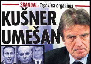 Бернар Кушнер на фоне портретов командиров албанских бандформирований