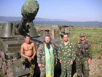 Иерей Димитрий Василенков среди военных