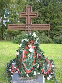 Памятный крест в Московском парке Победы в Петербурге