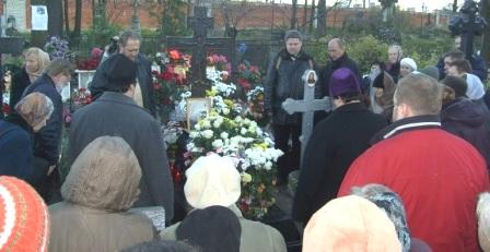 Панихида у могилы митрополита Иоанна (Снычева) (2 ноября 2008 год)
