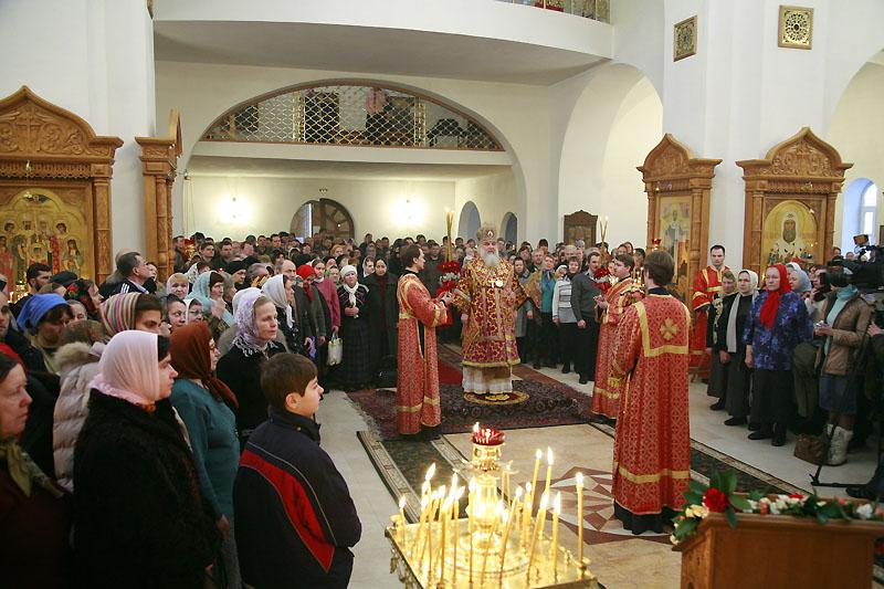 Божественная литургия в храме на Бутовском полигоне