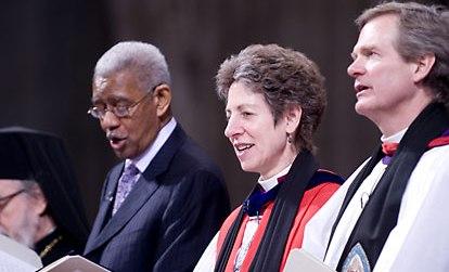 женщина среди пасторов