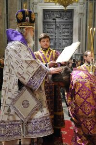 Патриарх Кирилл возводит диакона Андрея Кураева в сан протодиакона (фото сайта ОВЦС)