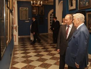 Владимир Путин в галерее Ильи Глазунова 10 июня 2009 года (фото с интернет-портала Правительства РФ)