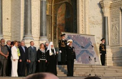 Патриарх Кирилл у Морского собора в Кронштадте