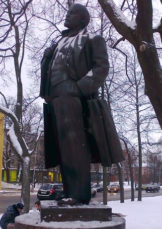 Памятник Ленина в Царском Селе (после взрыва)