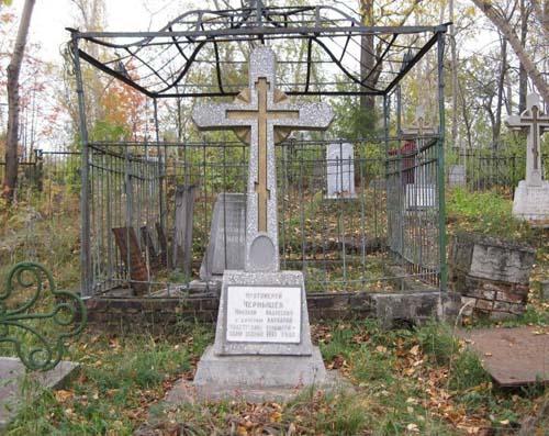 Могила Чернышёвых на Нагорном кладбище в г. Воткинске