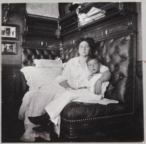 Государыня Александра Феодоровна с сыном Алексеем
