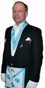 Андерс Беринг Брейвик в масонском одеянии