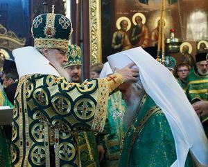 Патриарх Кирилл возводит глав новобразовонных Мтрополичьих округов в сан митрополита
