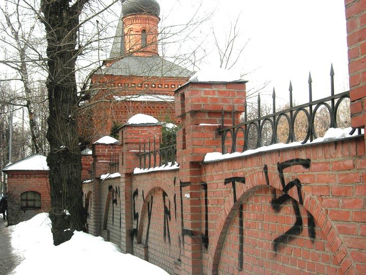 Осквернен храм святителя Митрофана Воронежского, 28.03.2012