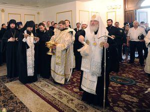 Патриарх освящает здание Синода в Казахстане
