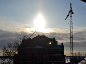 Светящийся купол над строящимся собором Архистратига Божия Михаила в Архангельске