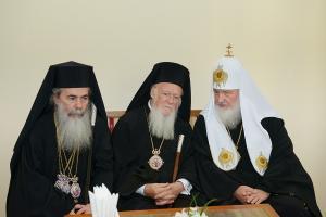 Патриархи Константинопольский Варфоломей, Иерусалимский Феофил и Московский Кирилл