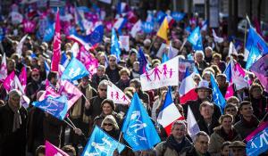 Митинг протеста в Париже против однополых браков