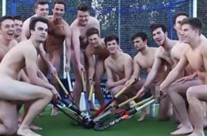 Английские хоккеисты разделись догола в защиту геев