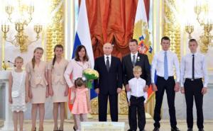 Владимир Путин с многодетными семьями