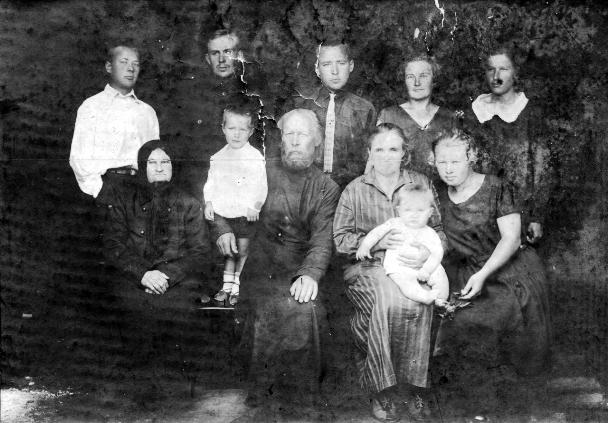 СвященномученикДимитрий Воскресенский с семьёй