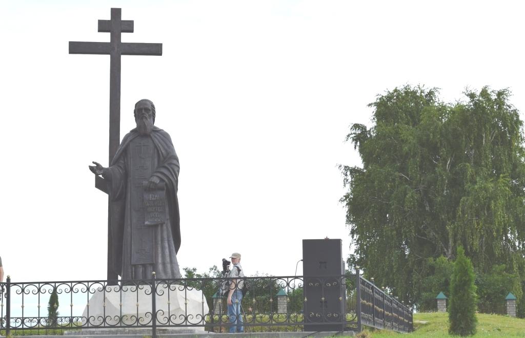 Памятник святому преподобному Макарию Желтоводскому в Свято-Троицком Макарьевском женском монастыре