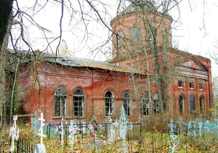 Кладбищенская церковь в Дымцево Максатихинского района Тверской области