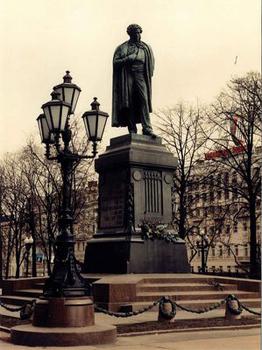 Памятник из цветного гранита Пушкин Эконом памятник горизонтальный Волна Мыски