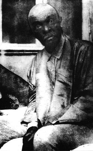 """В.И. Ленин в Горках. Фото с сайта Фонда """"Возвращение"""""""