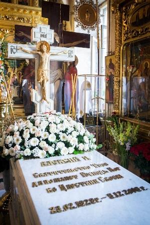 Могила Святейшего Патриарха Алексия II в Богоявленском кафедральном соборе Москвы