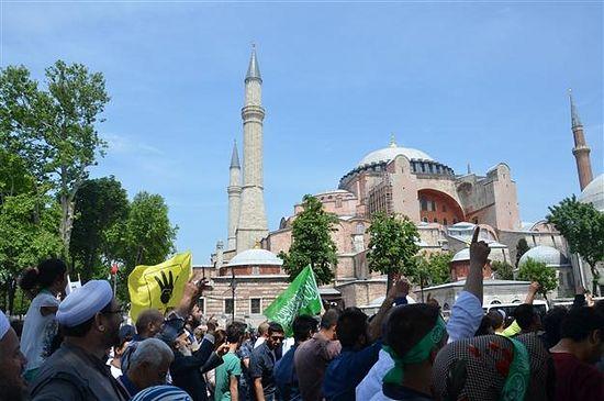 Демонстрация исламистов у Святой Софии