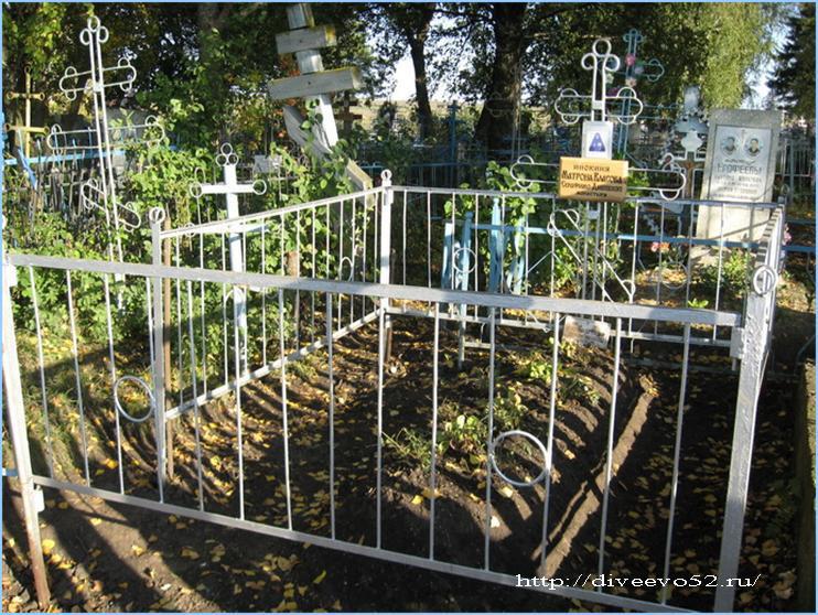 Могила преподобноисповедницы Матроны (Власовой). Село Суворово, 2006 год