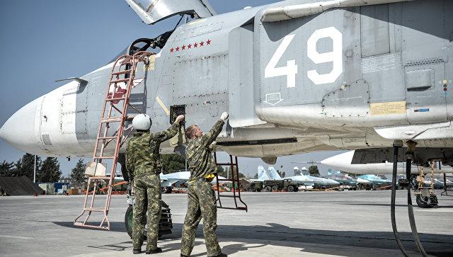 Российский военный самолет на базе в Сирии