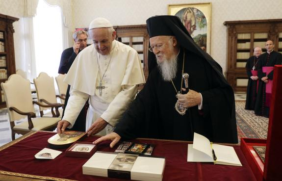 Патриарх Константинопольский Варфоломей и папа Римский Франциск