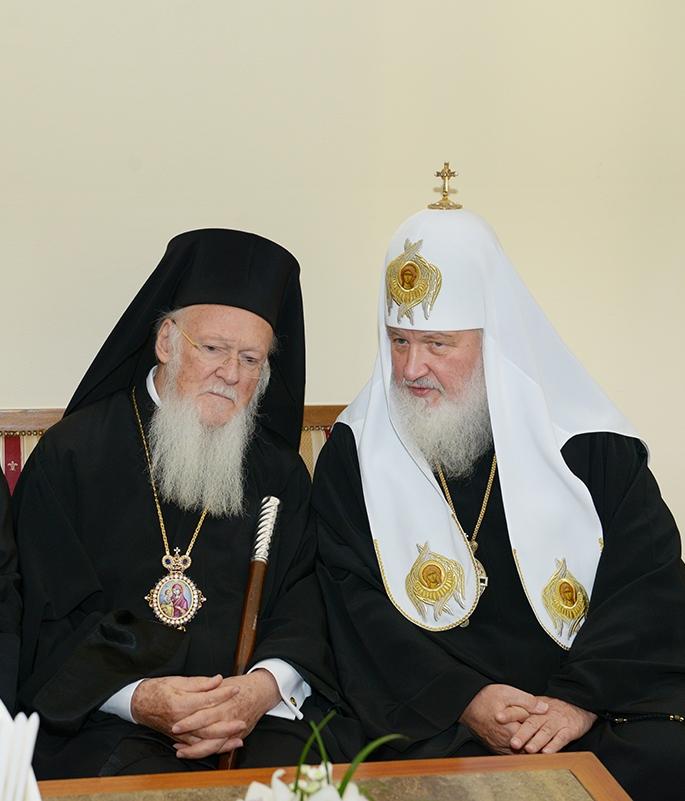 Святейшие Патриархи Московский Кирилл и Константинопольский Варфоломей
