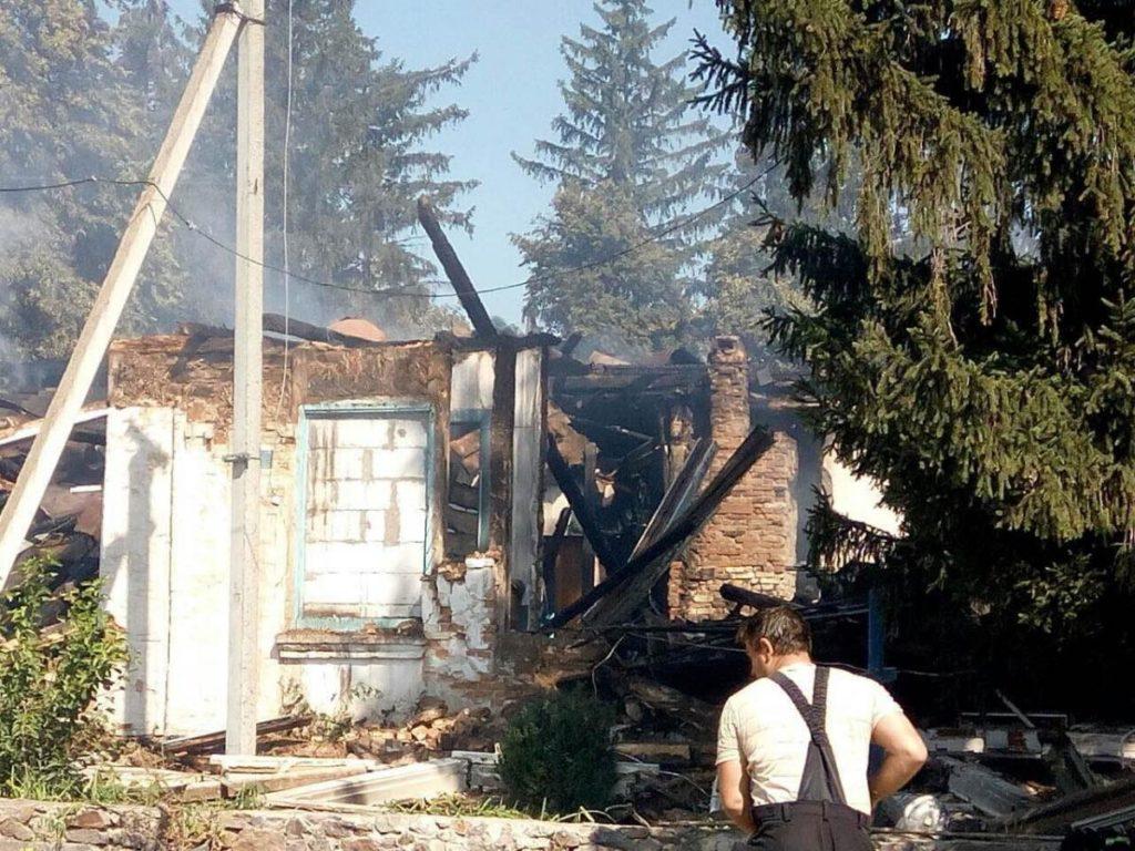 Руины сгоревшего Никольского храма в селе Попельня на Житомирщине