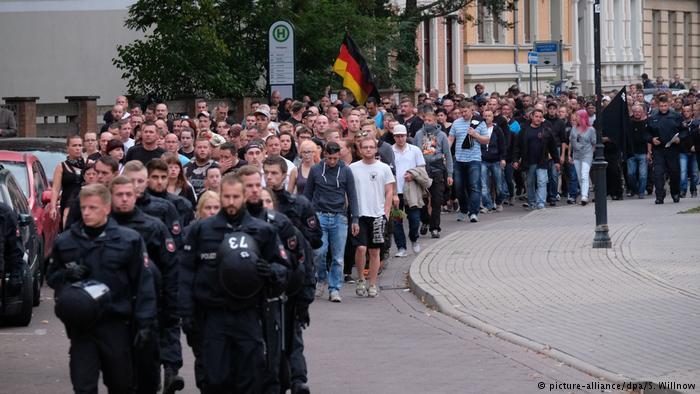 Акция протеста против мигрантов в немецком Кётене