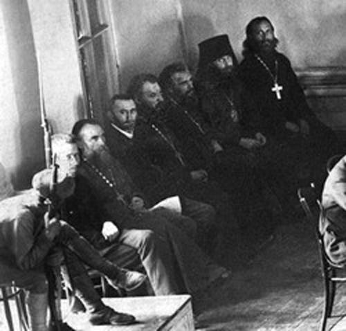 Исповедники Саратовские на скамье подсудимых 5 октября 1918г.
