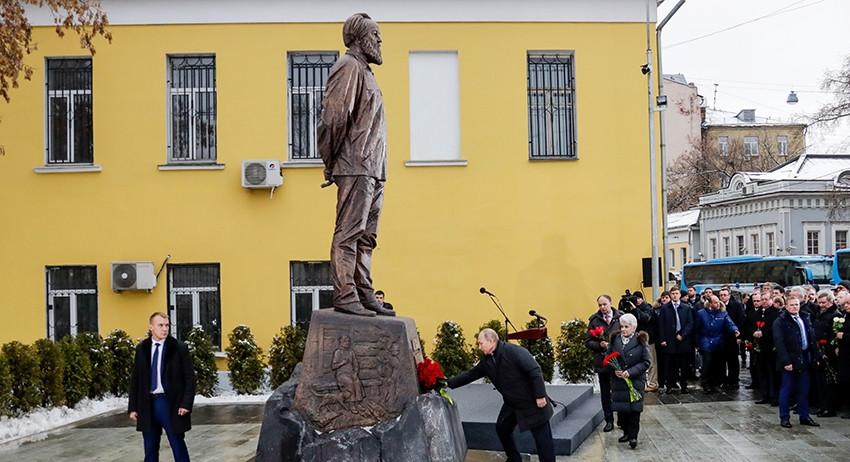 На открытии памятника Александру Солженицыну в Москве