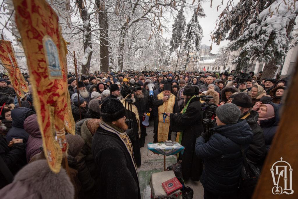 Молитвенное стояние у стен Верховной Рады Украины