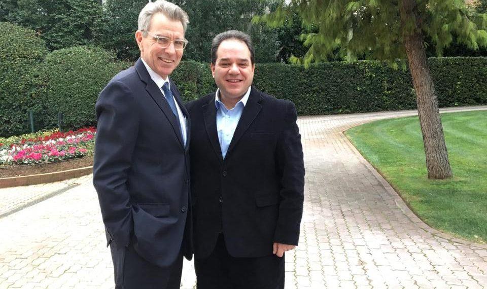 Посол США в Греции Джеффри Пайетт и гражданский губернатор Афона Константинос Димцас