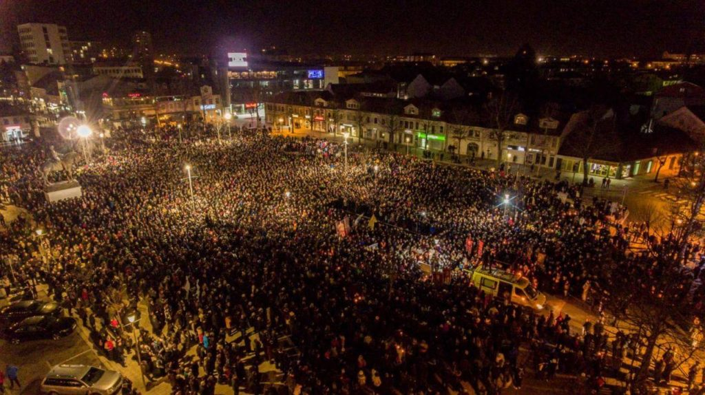 Протесты против антицерковного закона в Черногории