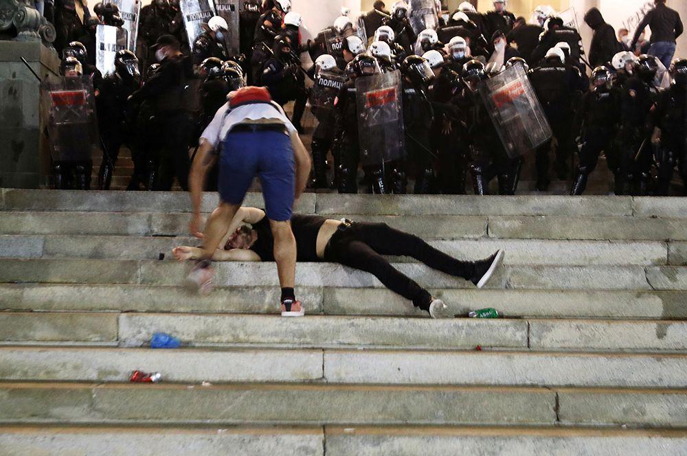 Сербы восстали против режима самоизоляции
