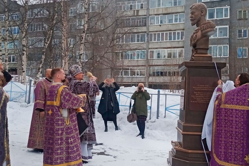 В Ковдоре открыли памятник Государю Николаю II