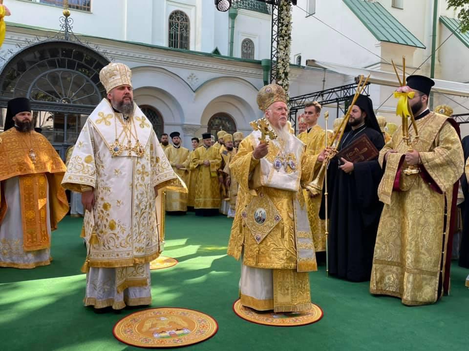 Константинопольский Патриарх Варфоломей в Киеве служит вместе с Епифанием Думенко