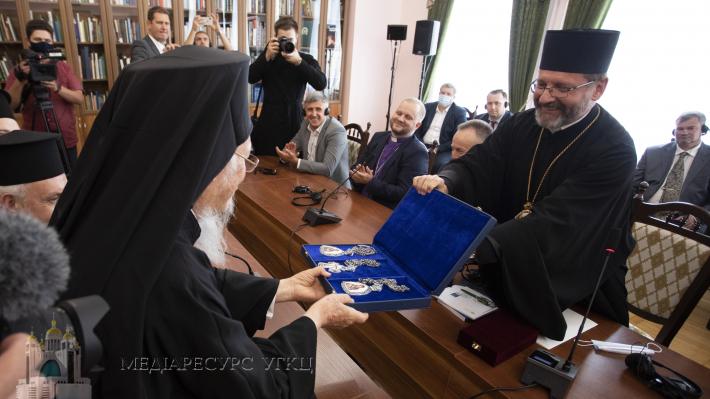 Патриарх Варфоломей встретился с главой украинских униатов и подарил ему епископскую панагию